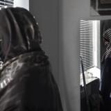 Chiman kom til Danmark fra Iran med sin mand, Mohammad, og nu venter parret barn. Flygtningenævnet har i flere omgange sagt nej, men Chiman vil blive: »Selv om vi ikke kan få opholdstilladelse, rejser vi ikke hjem,« siger hun. Foto: Sara Gangsted