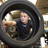 I undersøgelsen siger kun 25 ud af 93 metalarbejdere, at virksomhedspraktik har bragt dem tættere på et nyt arbejde. Undersøgelsen er udført af Dansk Metal blandt smede, mekanikere og andre metalarbejdere.