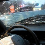 Mange bilister ignorerer fartgrænserne, mens andre sender sms'er eller koncentrer sig om andet end at køre bil, når de sidder bag rattet. Det kan være medvirkende til flere trafikdrab. Free/Colourbox
