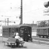 1978. Frederiksberg Station. Toget venter på afgang mod Hellerup.