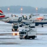 Ekstrem kulde og snevejr har tvunget hundredvis af British Airways' fly til at blive på jorden.