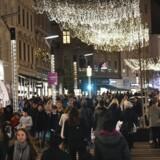 Strøget i København under julebelysning.