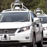 Den amerikanske regering vil fremme industrien for førerløse biler. Her ses Googles seneste bud på en førerløs bil.