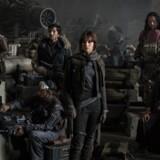 Lucas Film har frigivet det første officielle billede fra den nye Star Wars-film »Rogue One«. Fra venstr: Riz Ahmed, Diego Luna, Felicity Jones, Jiang Wen og Donnie Yen.
