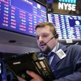 De amerikanske aktiebørser lukkede med fald tirsdag, hvor særligt detailgiganten Walmart trak ned i Dow Jones-indekset efter et skuffende kvartalsregnskab.