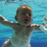 Spencer Elden blev som spædbarn udødeliggjort på Nirvanas »Nevermind« fra 1991. Udsnit fra albumcoveret.