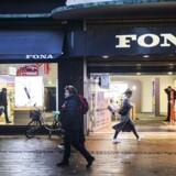 Manglen vedrører Fonas lejeforpligtelser, som butikskæden selv opgør til lige knap 90 mio. kroner. Sten Lauritzen kalder fejlen »væsentlig«, for efter hans vurdering har Fona undervurderet huslejeforpligtelsen.FONA Butikken på Strøget København. Mandag den 1. februar 2016.
