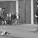 Arkivfoto: Palle Sørensen har skudt og dræbt 4 unge politibetjente. To på Amager Strandvej og to i Vermlandsgade. Her mindes de ved gerningsstedet i Vermlandsgade på Amager.