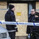Politiefterforskere uden for moskéen i Eskilstuna, der blev sat i brand. Nu er en ny moské i byen blevet angrebet.