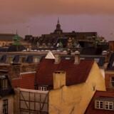 Hustage over København i aftenlys.