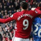 Zlatan Ibrahimovic og Tyrone Mings havde et par bataljer i weekendens kamp mellem Manchester United og Bournemouth. Nu risikerer de begge at ryge i karantæne. Reuters/Andrew Yates