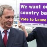 Storbritannien har kurs mod et farvel til EU. Finansmarkederne reagerer med panik.