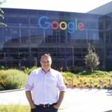 Søren Riisager, direktør for Webjuice, foran Googles hovedkvarter. PR-Foto