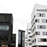 »Lige nu er det Pandora, der reagerer kraftigst,« konstaterer børsmægler i ABG Sundal Collier Nikolaj Holmsgaard om tilbagegangen for smykkeaktien på 2,2 pct. til 443,40 kr. torsdag middag.