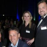 Vinder af hovedkonkurrencen i dette års EY Entrepreneur of The Year, Michael Mortensen, Casa A/S i Horsens (th.), glæder sig med gæster i Bella Center. Foto: Jens Astrup