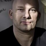 Iværksætterprogrammet Startupbootcamp relanceres i DK. Det er et forløb, hvor danske iværksættere får penge og mentorer til at skærpe deres forretning. Og til sidst skal de så pitche for nogle investorer i håb om at få kapital. Lars Buch er manden bag relanceringen - han sidder lige nu i tomme lokaler, som vil blive fyldt, når programmet går i gang.