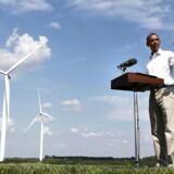 ARKIVFOTO. Barack Obama under en tale ved en vindmøllepark i Haverhill, Iowa i 2012.