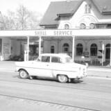 Dyk ned i vores billedarkiv og få et syn på det gamle Hellerup. 1961: Strandvejen i Hellerup.