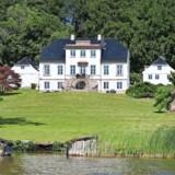 Christianlyst er pt. Danmarks dyreste bolig og koster 68 mio. kr. Men så er der også adgang til egen sø. Foto: Home