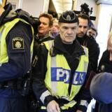 Allerede i november indførte Sverige midlertidig grænsekontrol, hvor der blev foretaget stikprøver af de rejsende ved grænserne. Beslutningen blev truffet, efter at Sverige på to måneder havde modtaget omkring 80.000 ansøgninger om asyl.