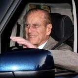 Den 90-årige prins Philip smilede bredt og vinkede fra et åbent vindue i sin Range Rover, da han blev kørt væk fra Papworth hospitalet i det østlige England.