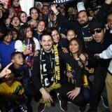 Fansene råbte »Ibra! Ibra! Ibra!«, mens den 36-årige svensker tog sig tid til at blive fotograferet med de mange LA Galaxy-tilhængere.
