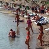 Hvis Grækenland forlader euroen og indfører drakmer i stedet, vil det blive endnu billigere for danskere at tage på ferie i det sydeuropæiske land.