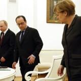 Angela Merkel, Francois Hollande og Vladimir Putin holdt møde i Kreml i fredags. Siden har den tyske og den franske statsleder arbejdet hårdt for at sikre et fredsmøde på onsdag.