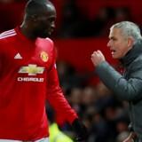 José Mourinho instruerer angriberen Romelu Lukaku under kampen mod Brighton i weekenden.
