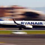 Arkivfoto. Billetpriserne er fortsat en sten i skoen hos Ryanair, der ellers har god fart under vingerne, når det gælder passagertrafikken.