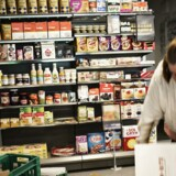 Organisationen Wefood åbner Danmarks første butik for overskudsmad. Fredag den 19. februar 2016 på Amagerbrogade i København er butikken i fuld gang med at blive bygget af frivillige i samarbejde med Folkekirkens Nødhjælp.