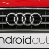 Googles specialtilpassede software til biler, Android Auto, skal nu ikke alene på nummerpladen som på denne tyskproducerede Audi S3 men helt ind i hjertet af bilerne og være en del af bilens eget styresystem. Sådan lyder planen, der skal realiseres i løbet af 2015. Arkivfoto: Elijah Nouvelage, Reuters/Scanpix