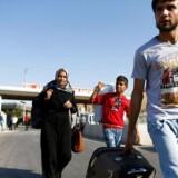 Flere end 12 millioner mennesker er blevet fordrevet internt eller er flygtet fra Syrien i løbet af krigen. Her ankommer endnu en syrisk familie til Tyrkiet. Foto: Osman Orsal/Reuters