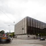 Det er meget usædvanligt, at Nationalbanken i denne uge satte renten ned på en mandag. Nu venter alle på at se, hvad nationalbankdirektør Lars rohde og hans kolleger vil gøre torsdag, hvor der ventes et stort udspil fra Den Europæiske Centralbank.