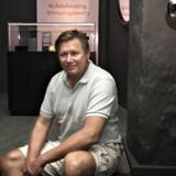Portræt af Jesper Kasi Nielsen, der er en dansk erhvervsleder, og som på få år har opbygget en succesrig virksomhed indenfor salg af smykker. Nu har han startet den nye smykkekæde 'Amazing Jewelry', som han satser på vil blive smykkeverdenens svar på tøjkæder som Zara og H&M.