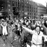 Anden verdenskrig. Befrielsen 4 maj 1945. Glade danskere på Rådhuspladsen.