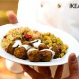 IKEA er klar til at satse på en vegetarudgave af møbelkoncernens kæmpesucces, »köttbullar«. Med det nye tiltag forsøger IKEA at få fat i sin andel af et hurtigtvoksende marked for vegetarretter.