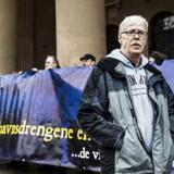 Trods nederlag i byretten vil ofre for mishandling på børnehjem i 1960'erne fortsætte kamp for en undskyldning. Godhavsdrengene demonstrerer på Nytorv i København. Her Poul-Erik Rasmussen, som er formand for foreningen. (Arkivfoto)