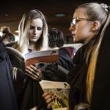 Arkivfoto. »Søger din datter eller søn ind på universitetet?« spørger den, og med ét klik bliver man ledt ind på KUs »forældreguide«, hvor det er muligt at finde information om alt fra studievalg til optagelse og bolig i København. Formålet er at kvalificere forældrenes vejledning. For første gang kører Københavns Universitet, KU, en kampagne, som henvender sig til kommende studerendes forældre.