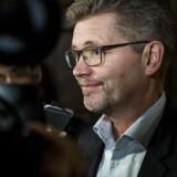 Københavns overborgmester, Frank Jensen, (S), forsvarer klimaplanen med, at kommunens energiselskab skaffer den grønne og bæredygtig energi bl.a. ved at have vindmøller andre steder i landet.