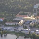 Den store retspsykiatriske hospital i Säter har 88 sengepladser. Syv af ti afdelinger er højsikringsanlæg.
