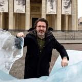 Olafur Eliasson er kunstneren bag en stor vandinstallation ved Versailles-slottet uden for Paris.