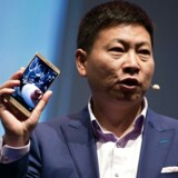 Huawei præsenterer 6. april sin nye toptelefonserie, P9, i London og arbejder sig opad på verdensranglisten. Her er forbrugerelektronikdirektør Richard Yu, da han i september fremviste den dengang nye Mate S-smartphone i Berlin. Arkivfoto: Gregor Fischer, EPA/Scanpix