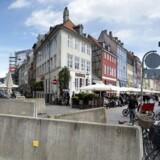 Indkørslen til Nyhavn i København er blevet terrorsikret med ekstra store betonafspærringer for at forhindre terrorangreb med lastbiler Terrorsikring i Nyhavn.. (Foto: Liselotte Sabroe/Scanpix 2017)