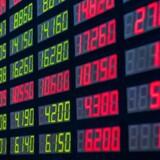 Pandora og Jyske Bank er de to C20-aktier i største bevægelse i den tidlige handel tirsdag, og det er med hver sit fortegn. For begges tilfælde er der dog tale om delvis påvirkning fra analytikerkommentarer.