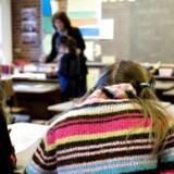 Det rumler blandt partierne bag folkeskolereformen. Flere politikere står klar til at justere på reformen, efter at en række kommuner har åbnet for at rulle de lange skoledage tilbage.