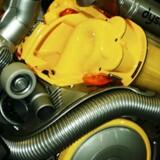 Dyson hævder, at selvstændige test har vist, at støvsugere fra Siemens og Bosch til tider trækker mere end 1600 watt, når støvsugeren bruges i hjemmet. Det går imod, at de pågældende støvsugere hos de to konkurrenter er vurderet til kun at have et forbrug på 750 watt, når de bruges i hjemmet.