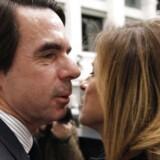 Den forhenværende spanske premierminister José María Aznar har trods hårdnakkede rygter om utroskab formået at holde fast i hustruen, Ana Botella, som i dag er borgmester i Madrid. Foto: EPA/Ballesteros