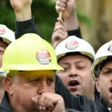 epa05328411 Steel workers protest in London, Britain, 25 May 2016. Steel workers from across the country gathered in London as the government continues to seek a buyer for Tata Steel's Port Talbot steel works.
