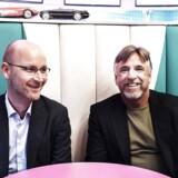 Dansk administrerende direktør for burgerkæden HWY55, Jens Due, samt den amerikanske CEO, Kenney Moore, fotograferet i restaurantens nye afdeling på Hovedbanegården i København.